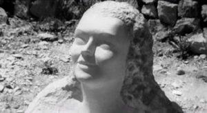 Statua greca: testa femminile